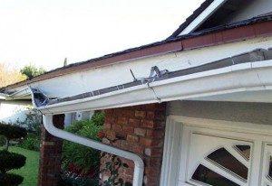 repairing gutters a 300x206 1